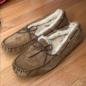 Women's UGG slippers with wool lining, size 9